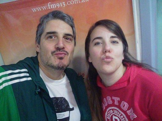 """Mariano Rinaldi y Mariela Kokeza haciendo """"conejito"""""""