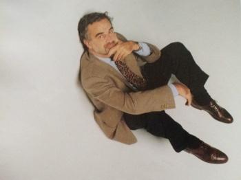 """""""El marketing de la ética"""" Así tituló Noticias a la nota que en 1996 le hicieron al fiscal Moreno Ocampo. José Luis lo retrató con un blanco infinito."""