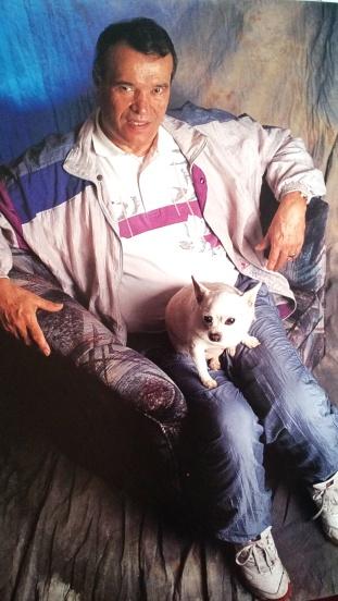 Deportivo y con su perro: así fotografió Cabezas a Herminio Iglesias, el gobernador que no fue.